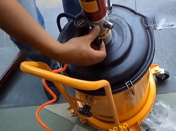 Cách lắp đặt máy bơm mỡ khí nén