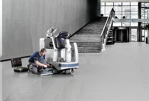 Kiểm tra, lắp phụ kiện cho máy chà sàn ngồi lái trước khi vận hành