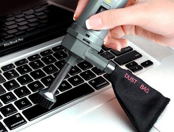 Sử dụng máy hút bụi bàn phím