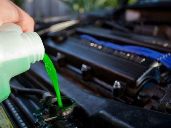 Nước giải nhiệt xe hơi giúp bảo vệ động cơ ô tô