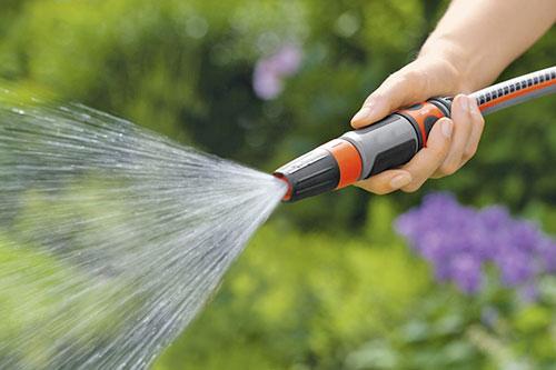Máy rửa xe công nghiệp có áp lực nước mạnh mẽ hơn máy rửa xe mini