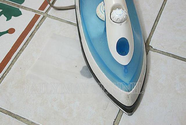 Bàn là là công cụ hữu hiệu để loại bỏ kẹo cao su