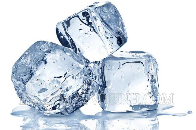 Sử dụng đá lạnh là phương pháp gỡ bã kẹo cao su hiệu quả