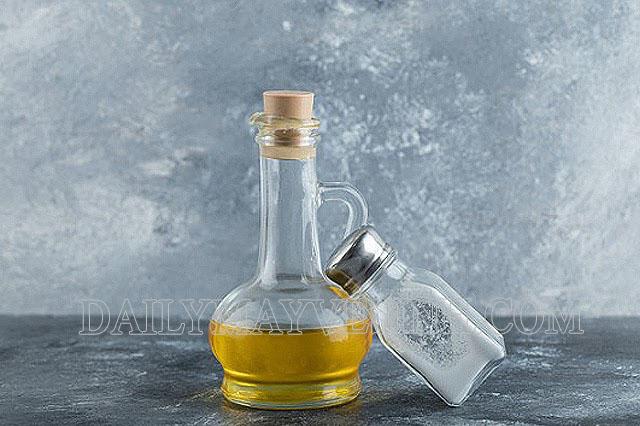 Tẩy kẹo cao su bằng dầu ăn