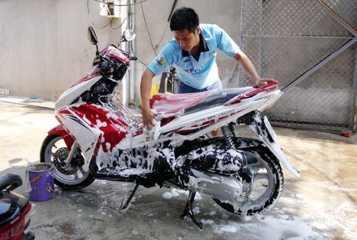 Rửa xe máy tại nhà cần lưu ý những gì?