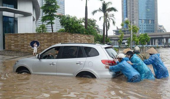 Xử lý thế nào khi ô tô bị ngập nước