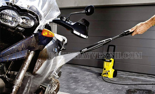 Một dụng cụ rửa xe máy tại nhà không thể thiếu chính là máy rửa xe mini