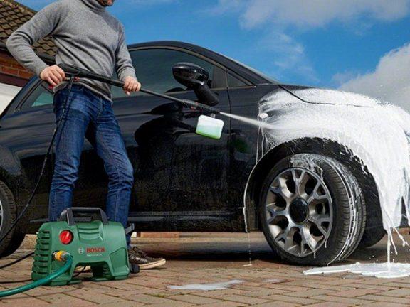 Máy rửa xe dùng trong gia đình có mức giá tương đối phải chăng