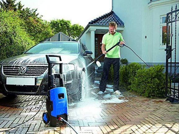 Thực hiện xịt rửa xe đúng theo hướng dẫn