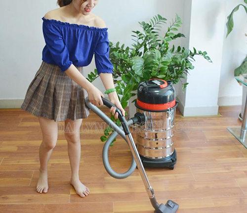 Sử dụng máy hút bụi công nghiệp vệ sinh nhà ở