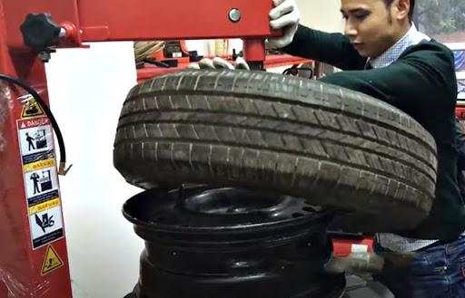cách sử dụng máy ra vào lốp